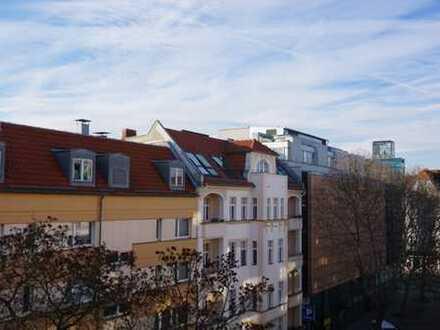 ***Modernisiertes Dachgeschoss mit Tiefgaragenstellplatz unweit der Steglitzer Schoßstraße***
