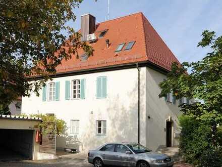 Großzügiges Dachgeschoss-Atelier in stilvoller Stadtvilla