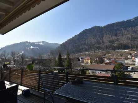 Außergewöhnliche, sehr sonnige 3-Zimmer-Dachgeschosswohnung mit Balkon