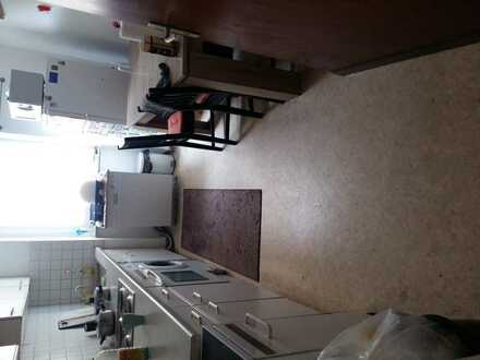 One room available in 3er apartment for sublet