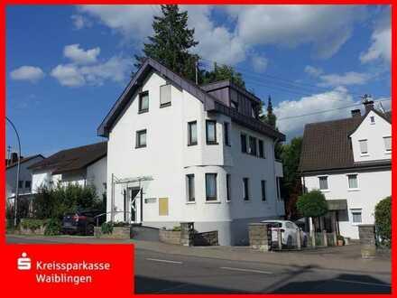 Freistehendes Zweifamilienhaus in Backnang mit Homeoffice- oder Büroeinheit