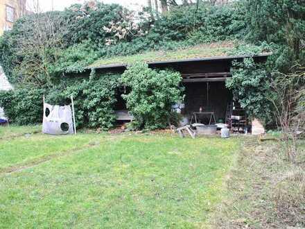 Großer Garten mit einfacher 4-Zimmer-Wohnung