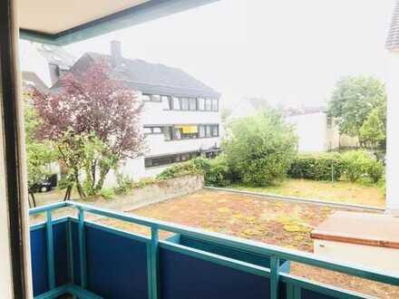 Renovierte helle und ruhige 3-Zimmer-Wohnung mit Balkon und EBK