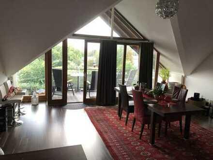 ohne Makler Traumhafte, geräumige und gepflegte 2,5-Zimmer-DG-Wohnung mit Balkon und EBK in Karben