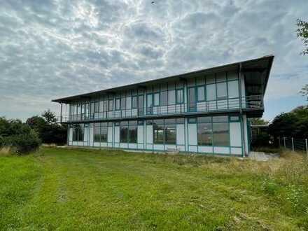 Helle modernisierte Büro-/Ausstellungsflächen oder Call Center in verkehrsgünstiger Lage