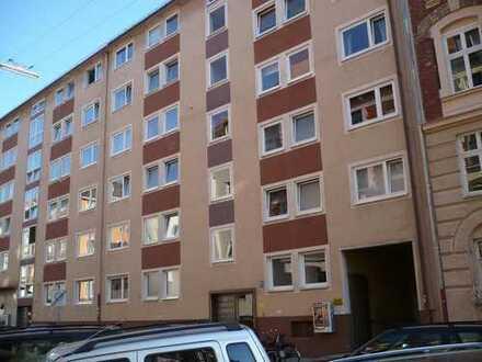 4-Zimmer-Wohnung in der Adalbertstraße