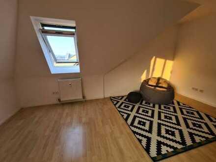 Erstbezug nach Sanierung: zentrale und stilvolle 1,5-Zimmer-Dachgeschosswohnung in Wiesbaden