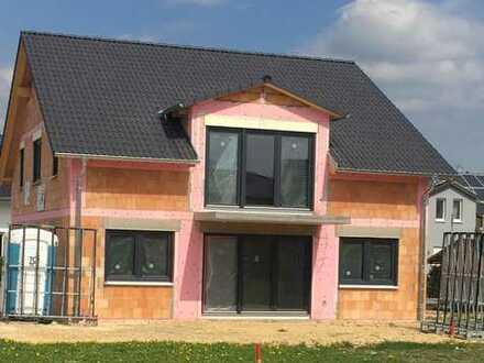 Erstbezug: attraktive 3-Zimmer-Wohnung mit Balkon/Garten in Dettingen