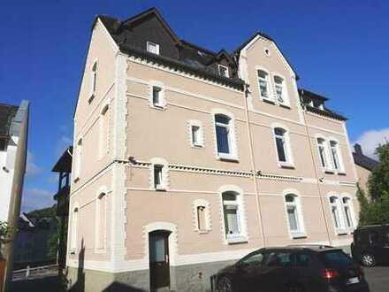 Helle Altbau-Wohnung in zentraler Lage mit Balkon und Garage