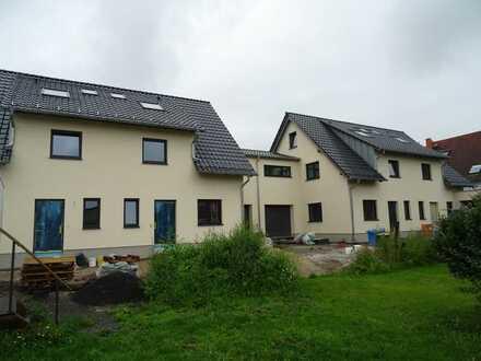 Erstbezug: 3 Doppelhaushälften 133/147qm mit großer Garage
