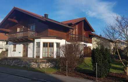 Schöne, exklusive Doppelhaushaushälfte mit vier Zimmern in Rosenheim (Kreis), Schechen