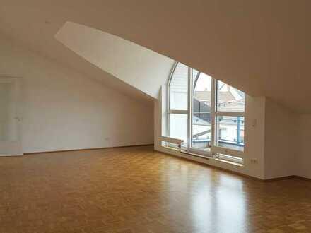 Tolle aufgeteilte 4 Zi. WHG mit 2 Balkone und Duplex Tiefgaragenplatz in zentraler Lage der Neustadt