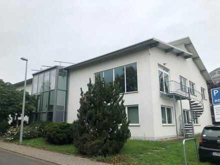 *Modernes Bürogebäude in Hofheim im Alleinauftrag zu verkaufen*