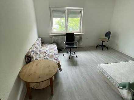 Untervermietung: renovierte 3 Zimmer Wohnung mit EBK
