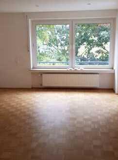schöne geräumige 4 Zimmer Wohnung mit Balkon in Dortmund