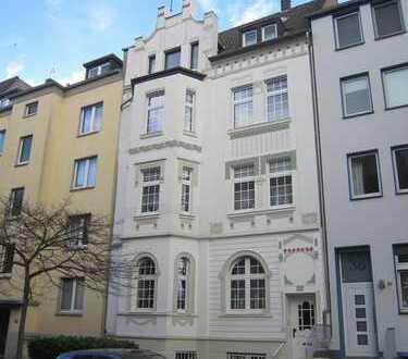 Wunderschöne Wohnung in Jugendstilvilla mit Balkon!