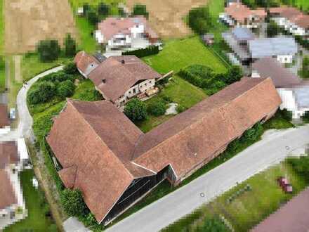 Viel Platz für Ihre Ideen: Sanierungsbedürftiger Hof bei Bad Birnbach im Bäderdreieck!