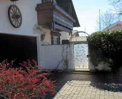 BESTLAGE: Stilvolles 2-Familienhaus mit viel Platz zum Leben!