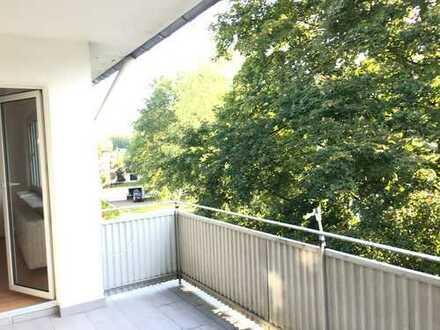 helle 3 Zi.-Whg. in kleiner Wohneinheit mit großem Balkon und Blick ins Grüne in Gravenbruch