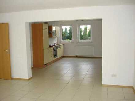 NICE 3-BEDROOM-APARTMENT WITH PATIO AND GARAGE! Großzügige 4 ZKB-Whg. mit Terrasse und Garage!