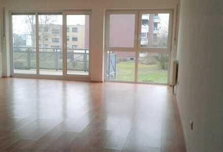 Helle, großzügige 3,5 Raum Wohnung mit großem Balkon