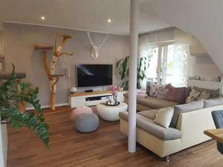 Vollständig renovierte 3-Zimmer-Dachgeschosswohnung mit Balkon und Einbauküche in Obernburg a. Main