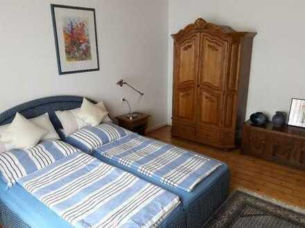 Voll eingerichtete 2-Zimmerwohnung mit Rheinblick in Top-Lage