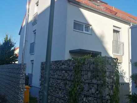 Schönes Reihenendhaus mit vier Zimmern und Einbauküche in Haunstetten, Augsburg