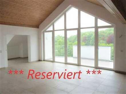 Hier wohnen Sie exklusiv, individuell und großzügig über den Dächern von Buchheim! - barrierefrei -