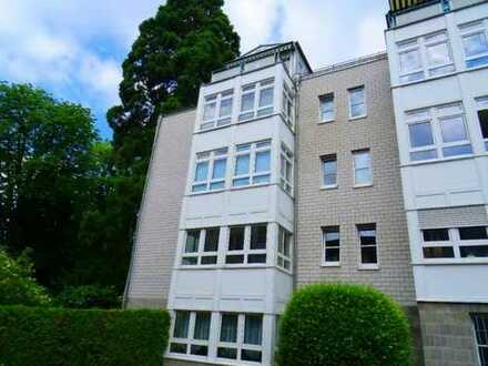 Frisch renoviert! Seniorengerechte 2-Zimmer-Wohnung mit Einbauküche in Bad Honnef Zentrum!!