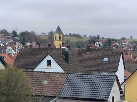 Schöne drei Zimmer DG-Wohnung in Karlsbad-Langensteinbach