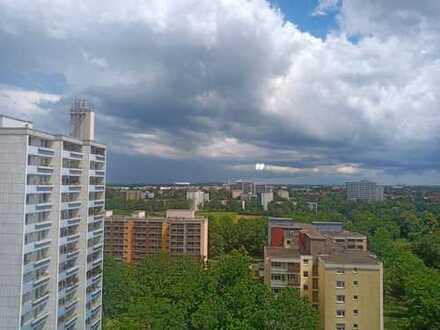 Vollständig renovierte 2-Raum-Wohnung mit Balkon und Einbauküche in München