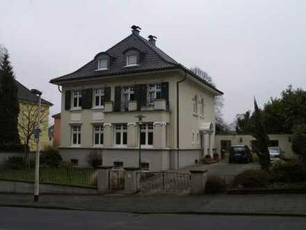 Elegante 3-Zimmer-Wohnung mit Terrasse in repräsentativem Jugendstilhaus