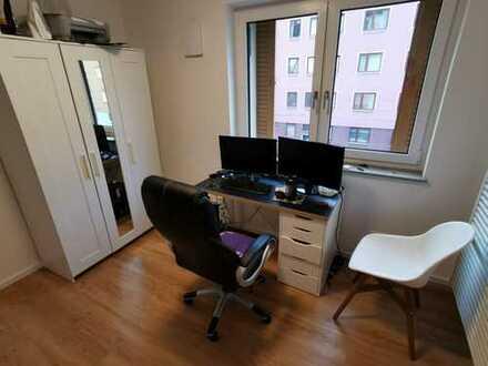 Möbiliertes 14m² Zimmer in 4er WG