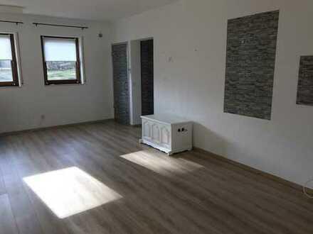 Gepflegte 1-Zimmer-EG-Wohnung mit Einbauküche, Stellplatz in Neuhausen
