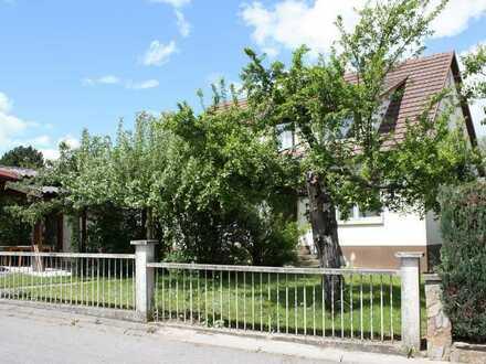 Freistehendes 2-Familienhaus mit großem Garten in Bondorf