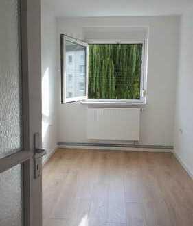 *ERSTbezug nach Renovierung_Zentralheizung_Tageslichtbad_Küche mit Fenster_Pkw-Stellplatz