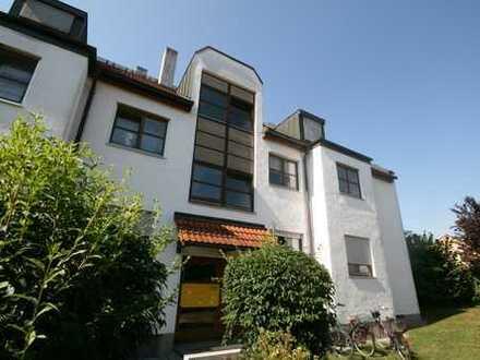Tolle 2 Zimmer, Küche, Bad, Dachgeschoss Wohnung mit Balkon und Wintergarten in Augsburg Lechhausen