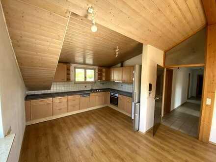 Schöne helle 3-Zimmer Dachwohnung in Neckartenzlingen