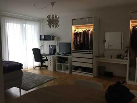 Geschmackvolle Wohnung mit einem Zimmer sowie Balkon und EBK in Laim, München