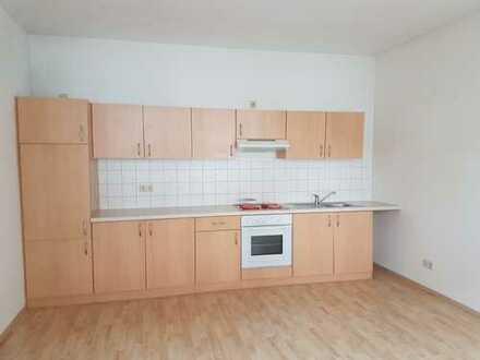Schöne 2 - Raum Wohnung mit EBK