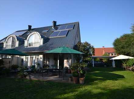 Anspruchsvolle Doppelhaushälfte mit eingewachsenen Grundstück in Bremen-Borgfeld