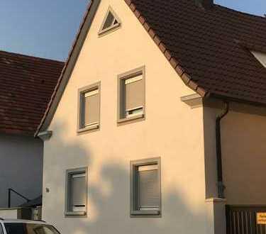 **PROVISIONSFREI**Gemütliches Einfamilienhaus mit ausbaufähigem Dachboden und Garage