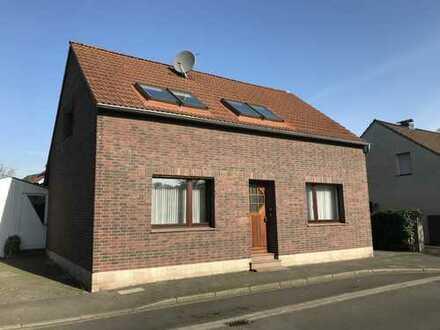 NEU!!Schönes....fast freistehendes Haus, mit 249 m² großem Grundstück und ca. 143m² Wfl.