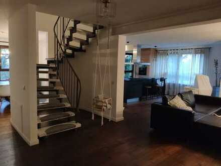 Exklusive 3-stöckige Maisonette-Wohnung (150 + 15 m²) mit Balkonen und Dachterrasse