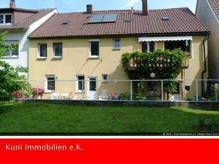 Einfamilienhaus mit Einliegerwohnung und Garage in zentraler, Lage in Ludwigsburg-Stadtmitte.