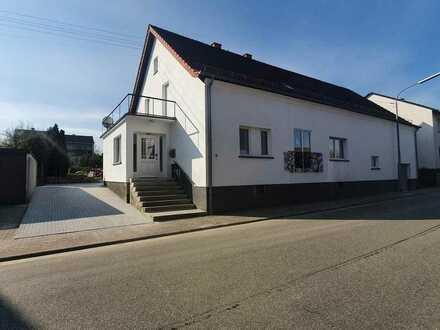 +++Hochwertig modernisiertes Einfamilienhaus mit großem Südgartengrundstück, Terrassen, Garage, S...