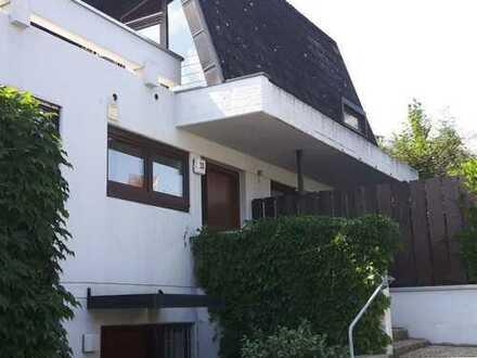 Attraktives Einfamilienhaus mit Einliegerwohnung in bevorzugter Wohnlage in Schönaich