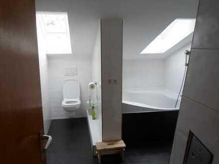 Schöne 1,5-Zimmer-DG-Wohnung mit Einbauküche in Südweststadt