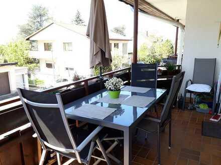 Sonnendurchfl. sanierte Wohnung mit drei Zimmern sowie Balkon und EBK in Schriesheim